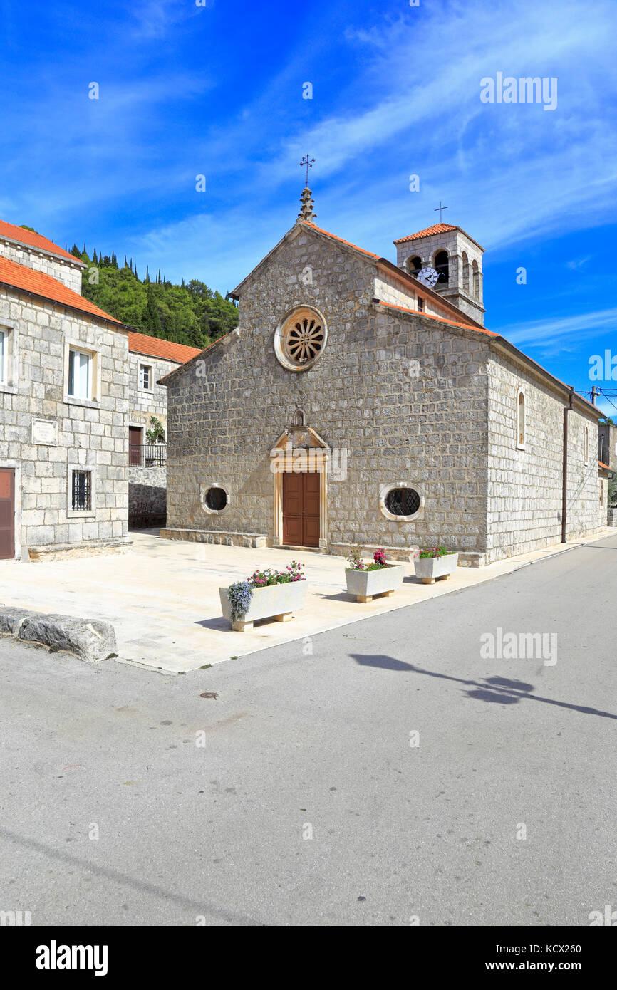 The square and Church of Our Lady of Snows, Pupnat, Korcula Island, Croatia, Dalmatia, Dalmatian Coast, Europe. - Stock Image