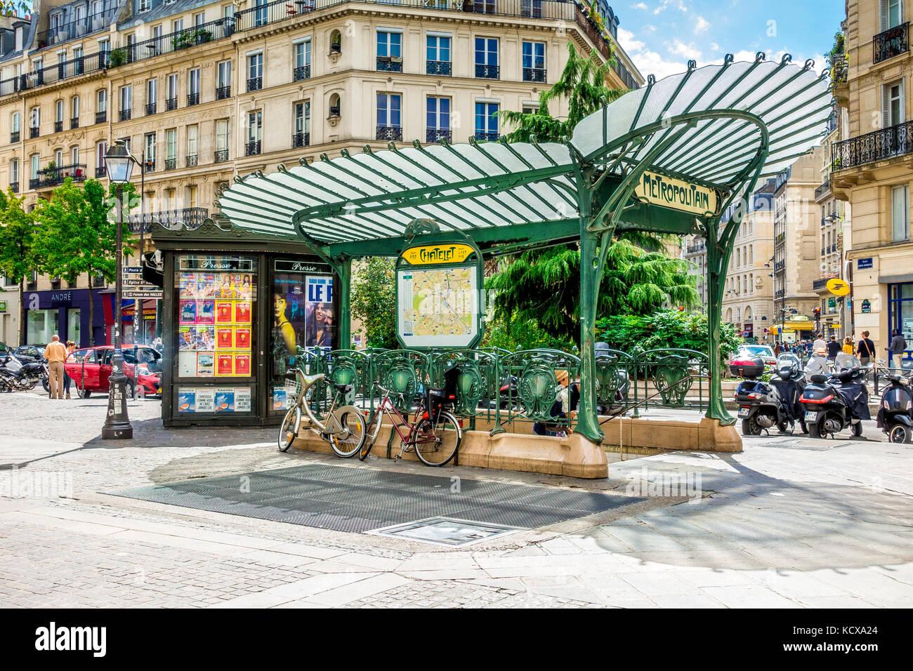 Hector Guimard\'s original Art Nouveau entrance of the Paris Metro at ...