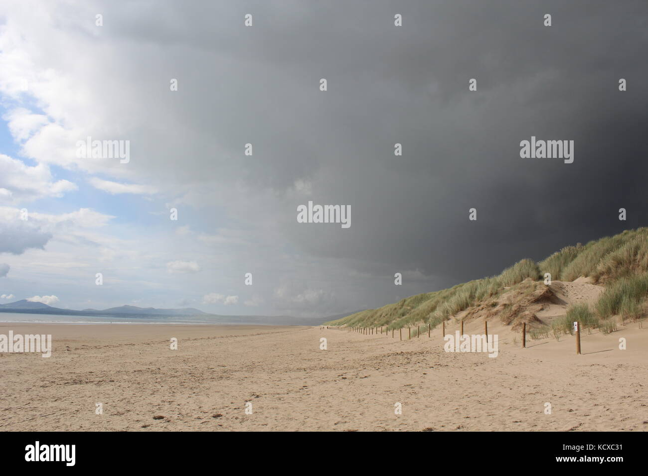 View along Harlech beach in dramatic weather, as storm hits. Stock Photo