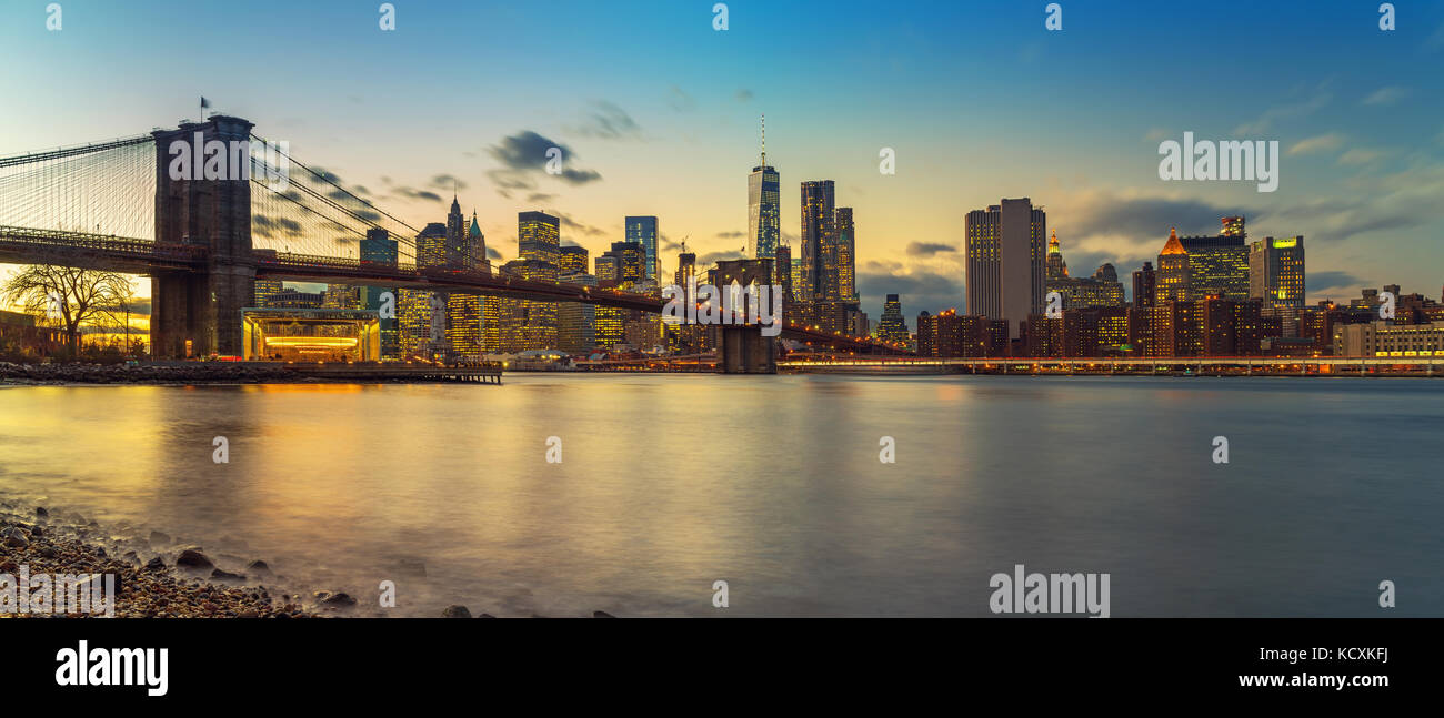 Brooklyn bridge and Manhattan at dusk - Stock Image