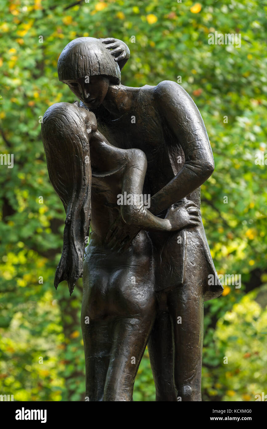 Romeo and Juliet bronze statue near the Delacorte Theater in Central Park. Manhattan, New York City - Stock Image