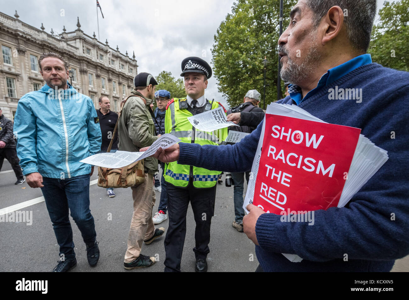 London, UK. 7th Oct, 2017. Thousands of Football Lads Alliance (FLA), Veterans Against Terrorism and other supporters - Stock Image