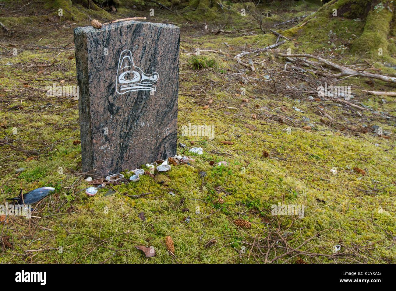 Bill Reid resting place, headstone,  Tanu, Gwaii Haanas National Park Reserve and Haida Heritage Site, Haida Gwaii, - Stock Image