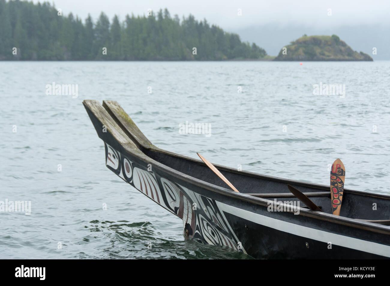 Loo Plex at Skidegate, replica of the Bill Reid cedar canoe, Lootaas, Wave Eater, Haida Gwaii, formerly known as - Stock Image