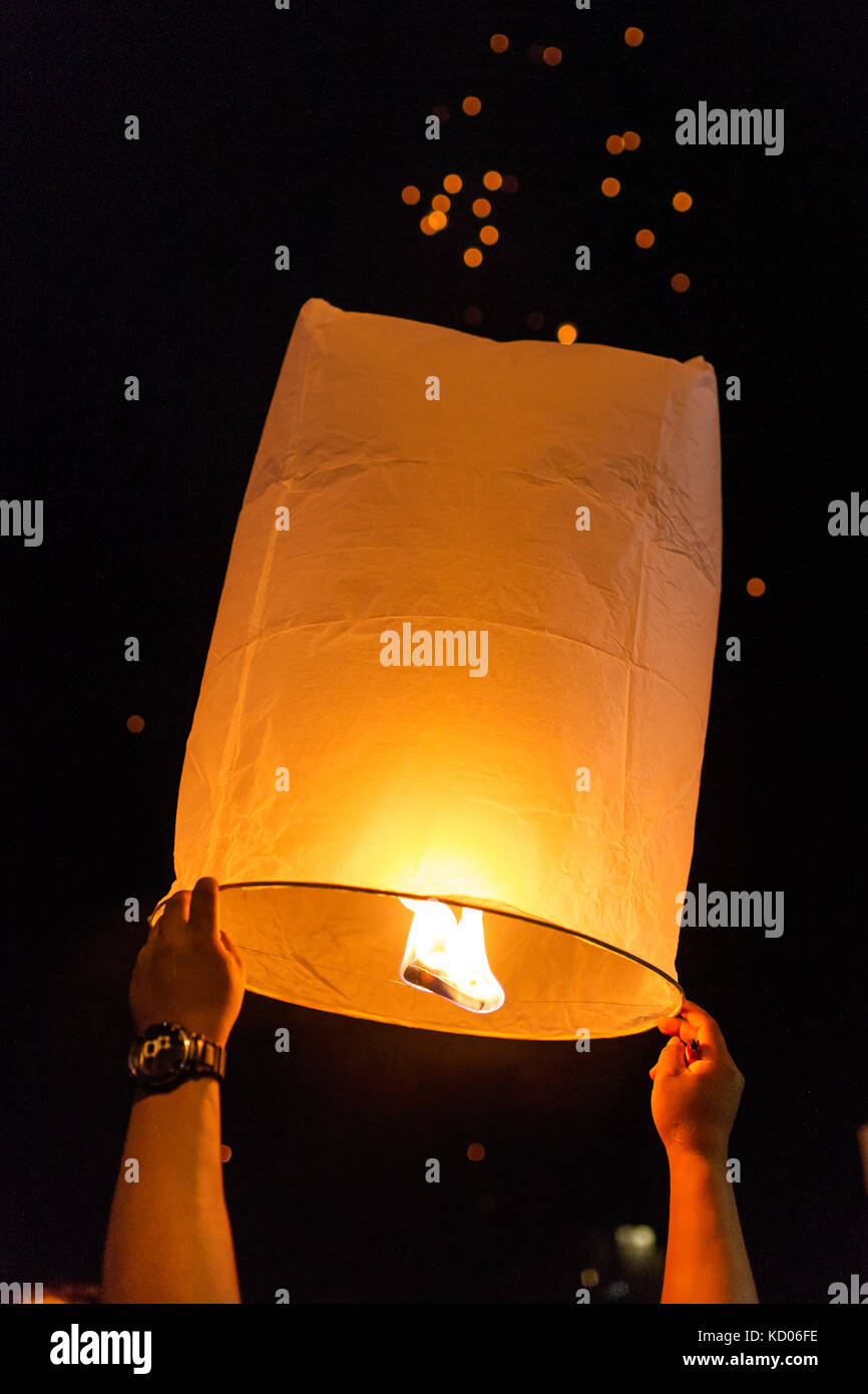 Thai people release Khom Loi, the sky lanterns during Yi Peng or Loi Krathong festival in Chiang Mai, Thailand. Stock Photo