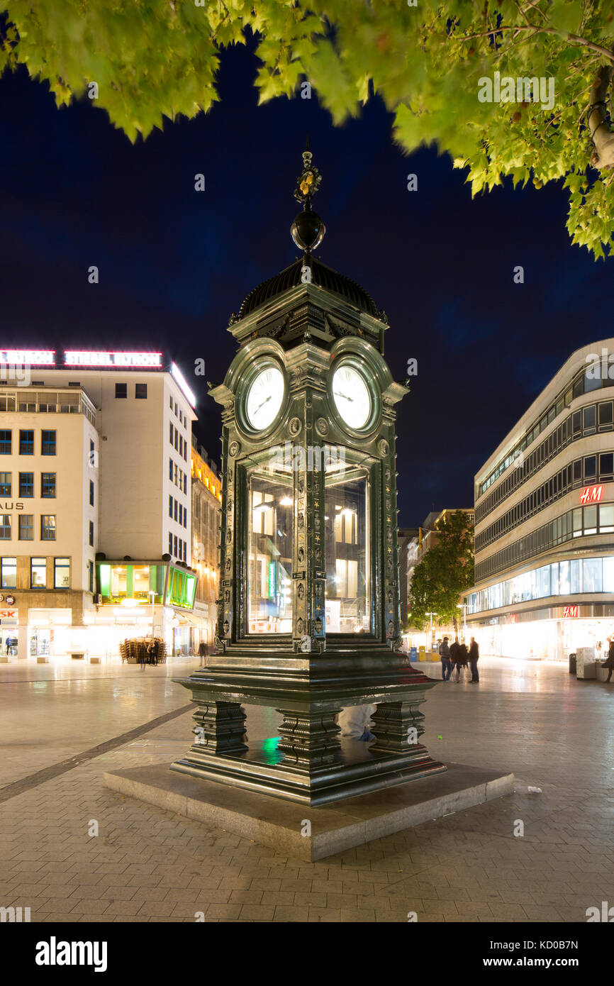 Historical Kröpcke clock, city centre, night scene, Hannover, Lower Saxony, Germany - Stock Image