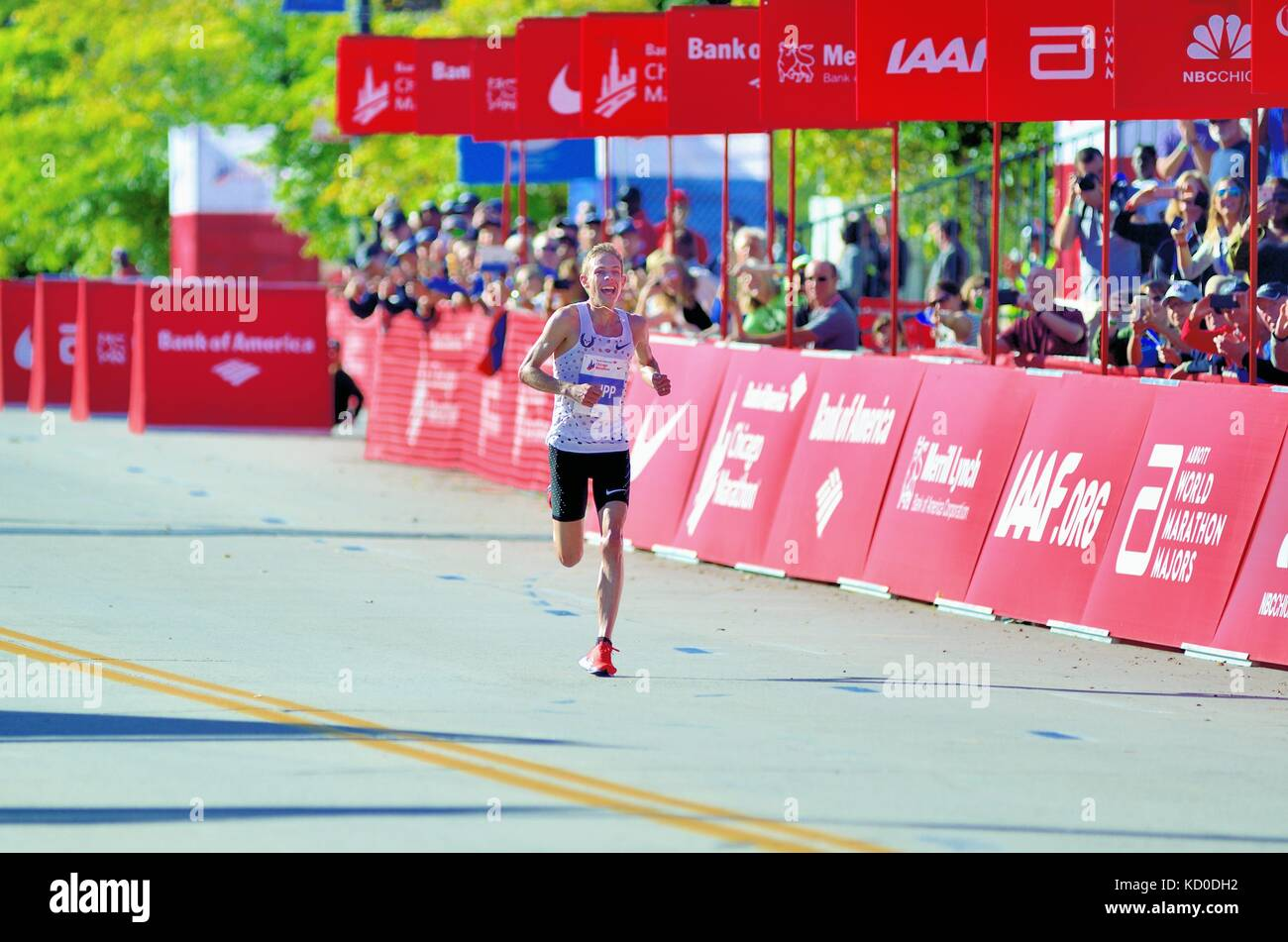 A smiling Galen Rupp, all alone in the home stretch moments away from the finish line and winning the 2017 Chicago - Stock Image