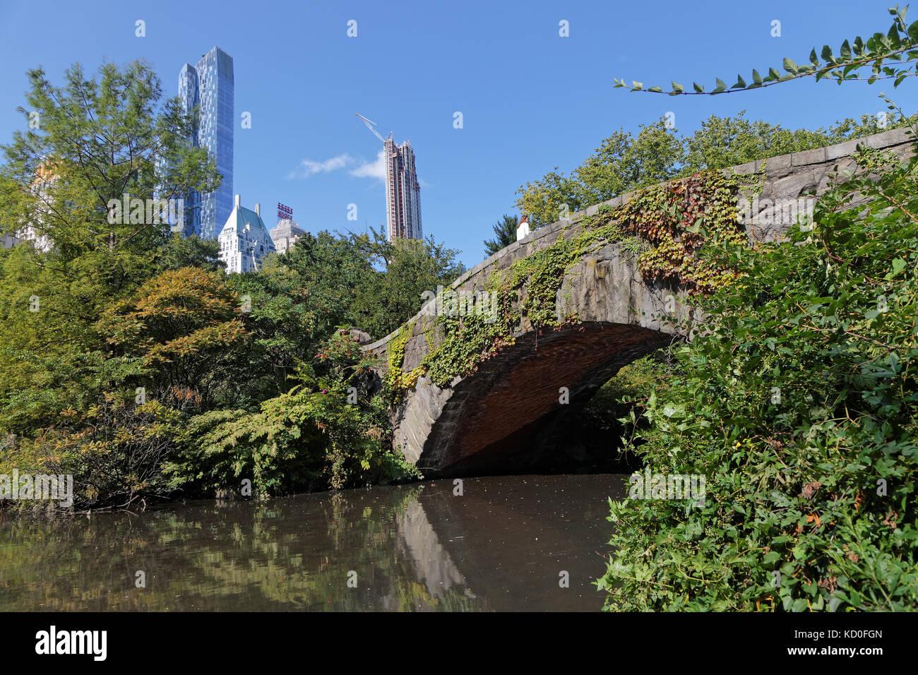 NEW YORK CITY, USA, September 10, 2017 : Gapstow Bridge in Central Park. The simple fieldstone arch of Gapstow Bridge - Stock Image