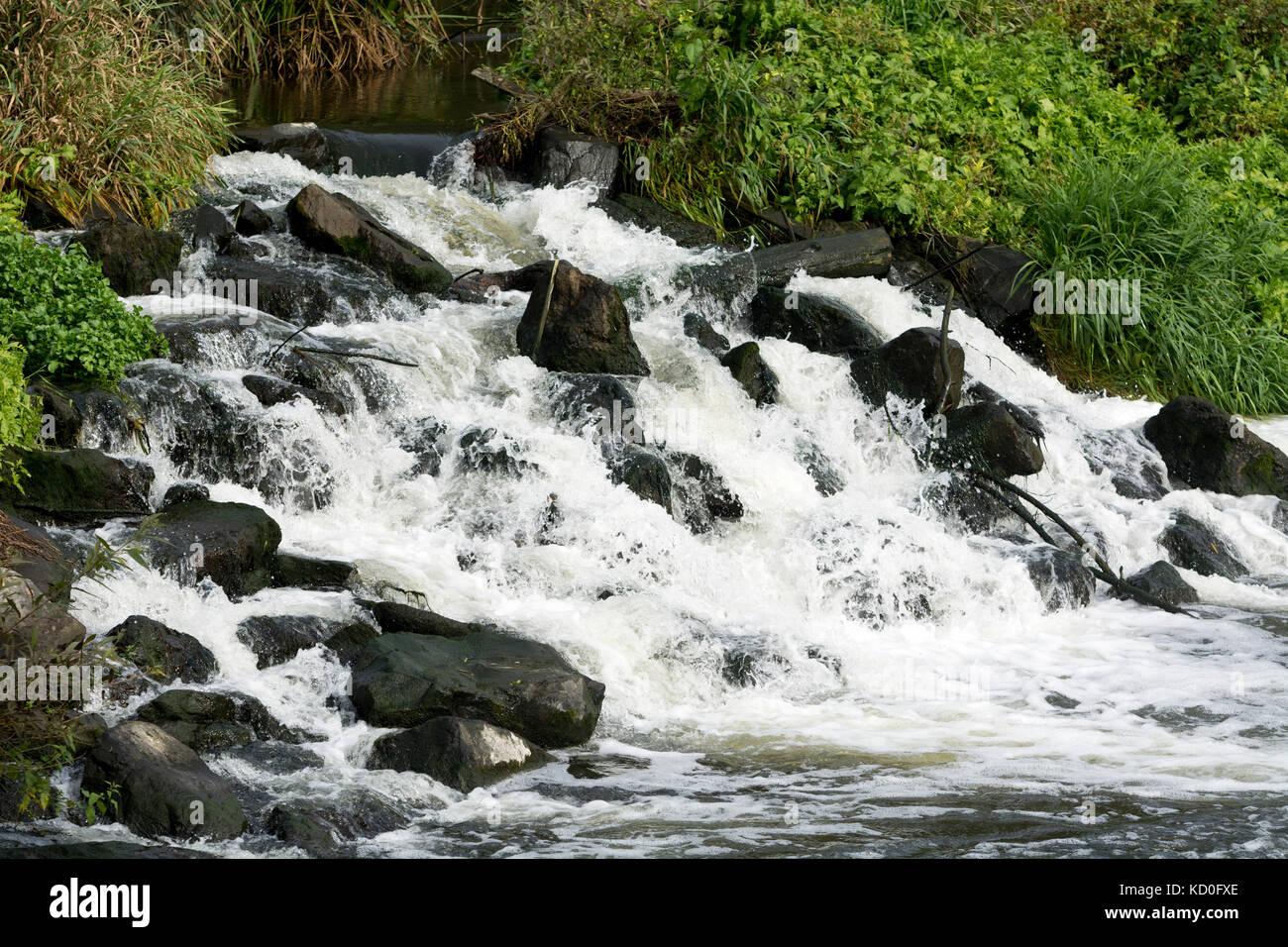 River Avon weir, Luddington, Warwickshire, England, UK - Stock Image