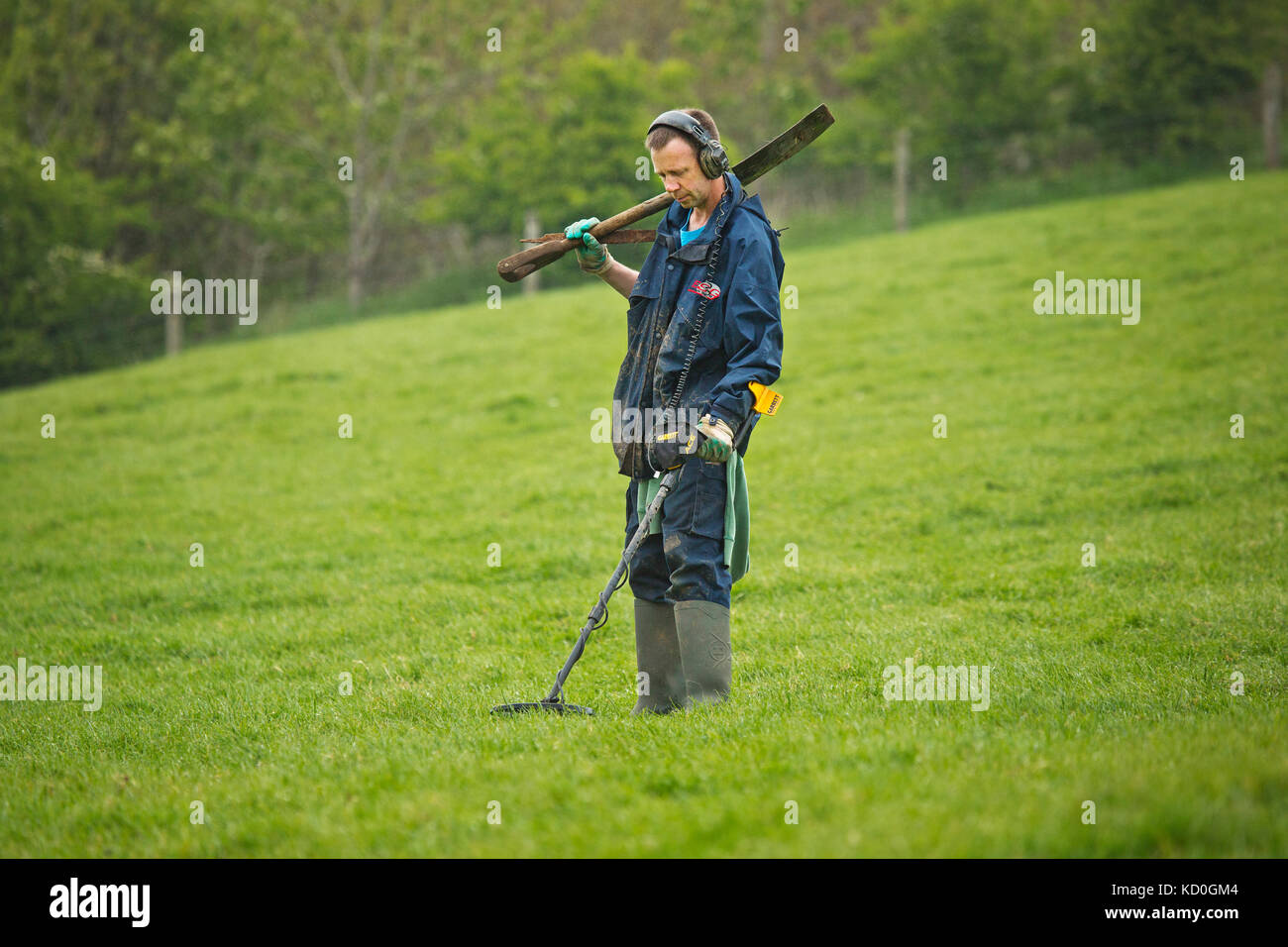 Jew Detector: Metal Detector In Field Stock Photos & Metal Detector In