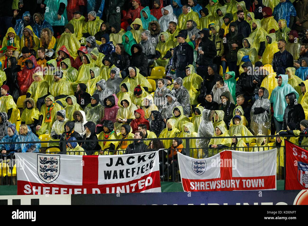 Vilnius, Lithuania. 8th Oct, 2017.  England fans wear ponchos in the rain during the FIFA World Cup 2018 Qualifying - Stock Image