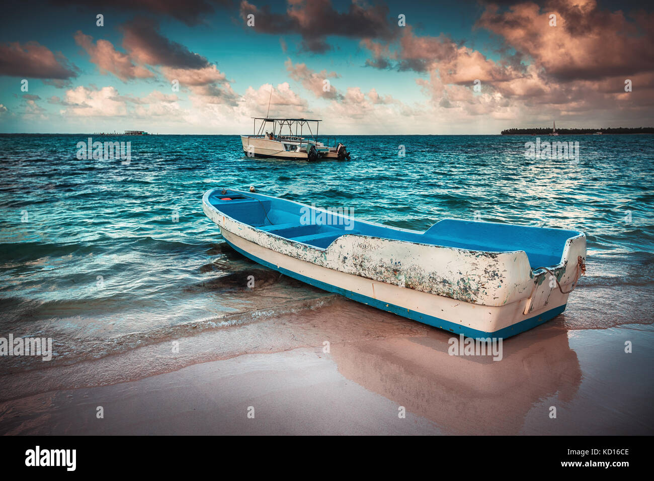 Beautiful tropical beach and boat - Stock Image