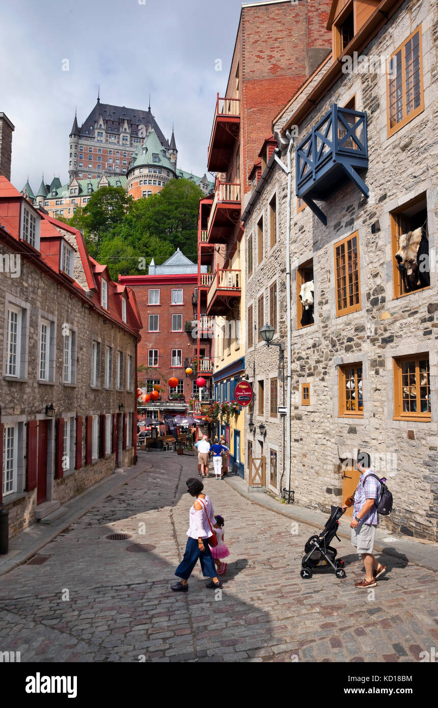 Rue du Cul de Sac in the Lower Town (Basse Ville) of Old Quebec City. Towering above is the Chateau Frontenac, Quebec - Stock Image