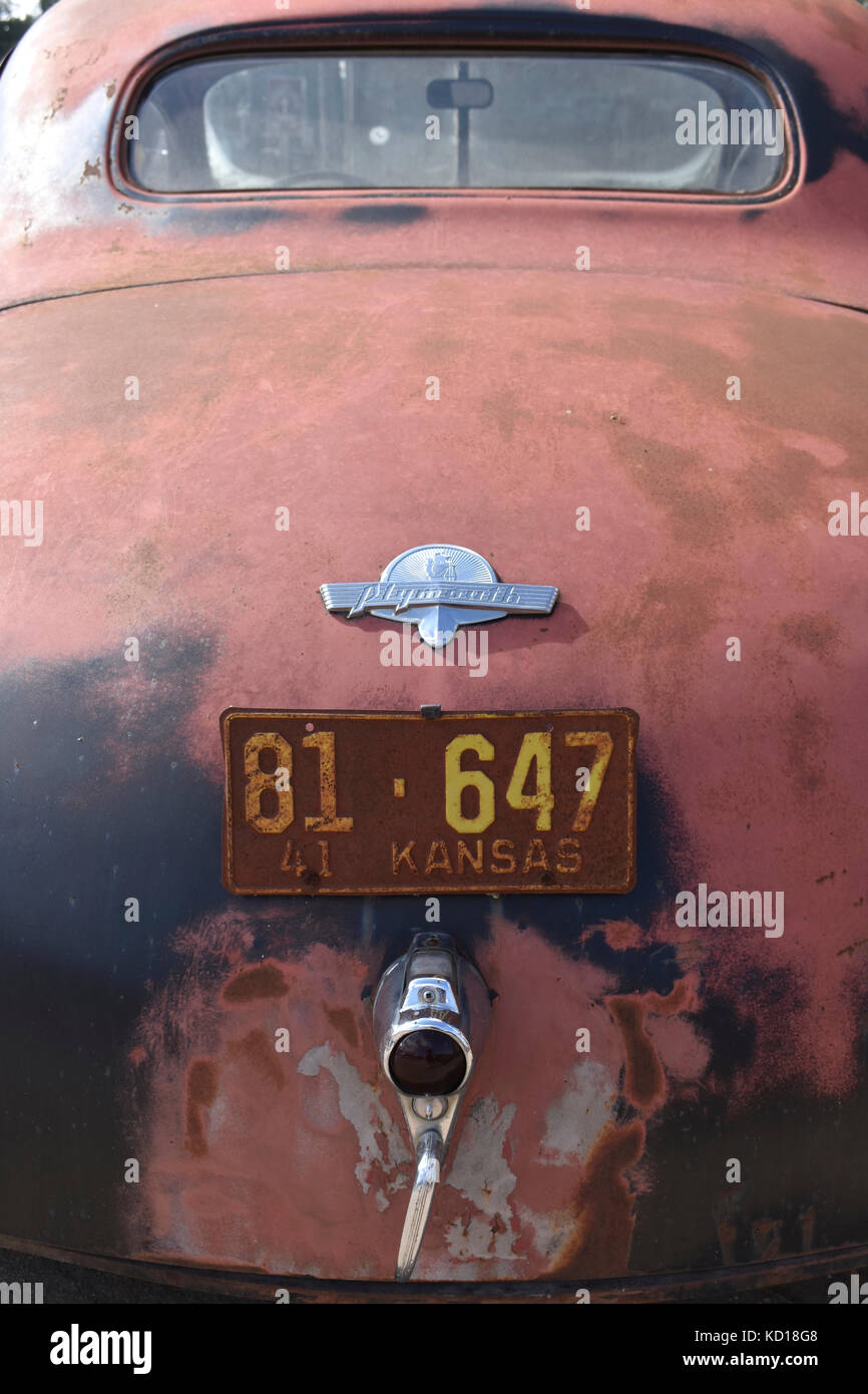 Abandoned vintage car in a small town in Kansas, USA - Stock Image
