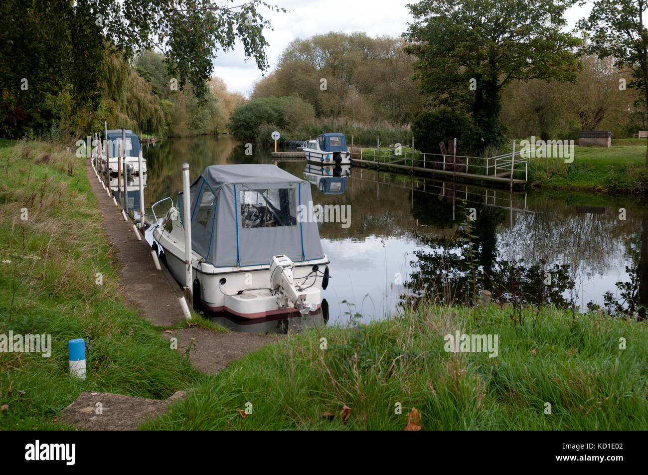Cabin cruisers moored on the River Avon, Luddington, Warwickshire, England, UK - Stock Image
