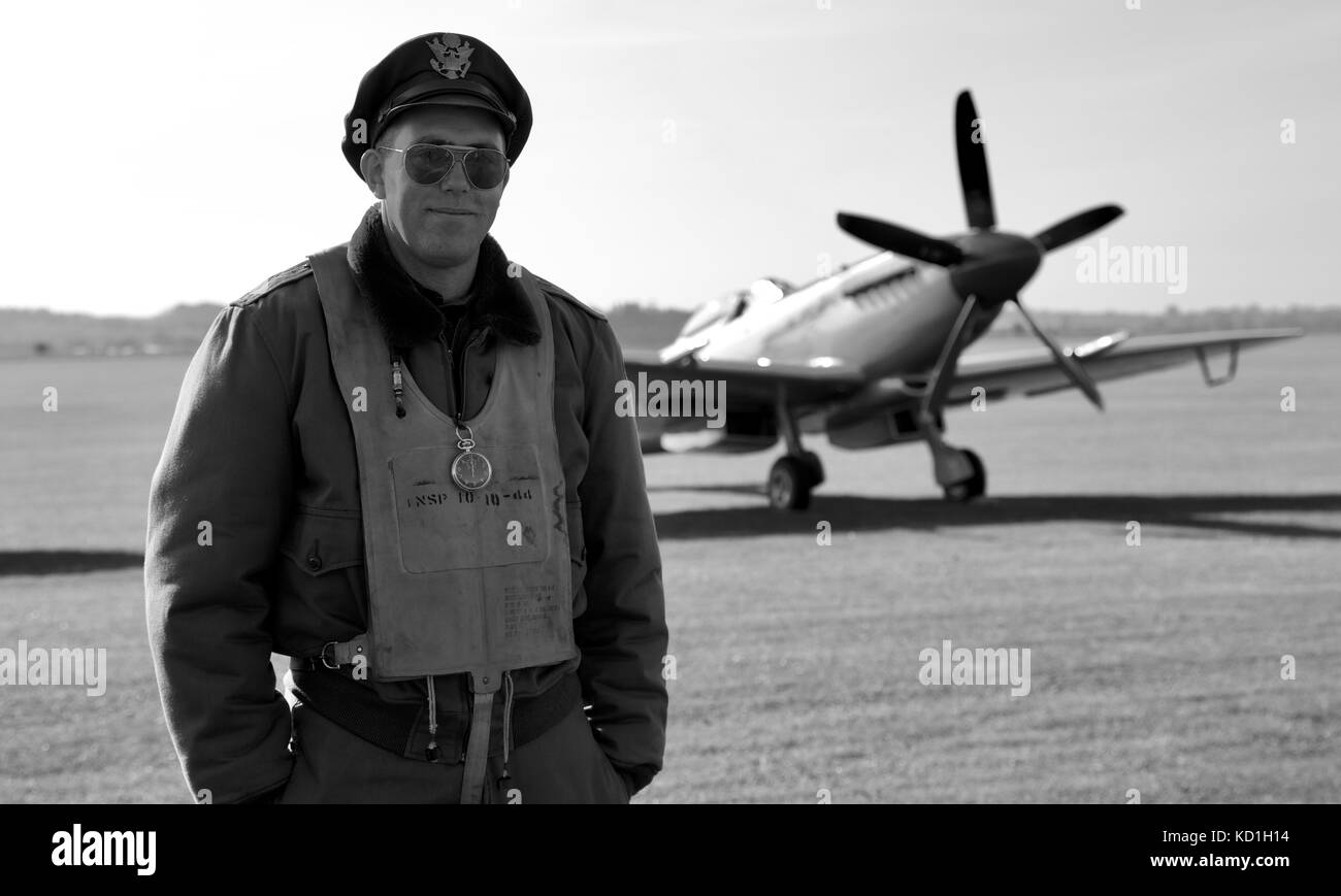 A man in period uniform with a Superrmarine Spitfire FM Mk XVIIIe 'SM845' in the background on the flight - Stock Image