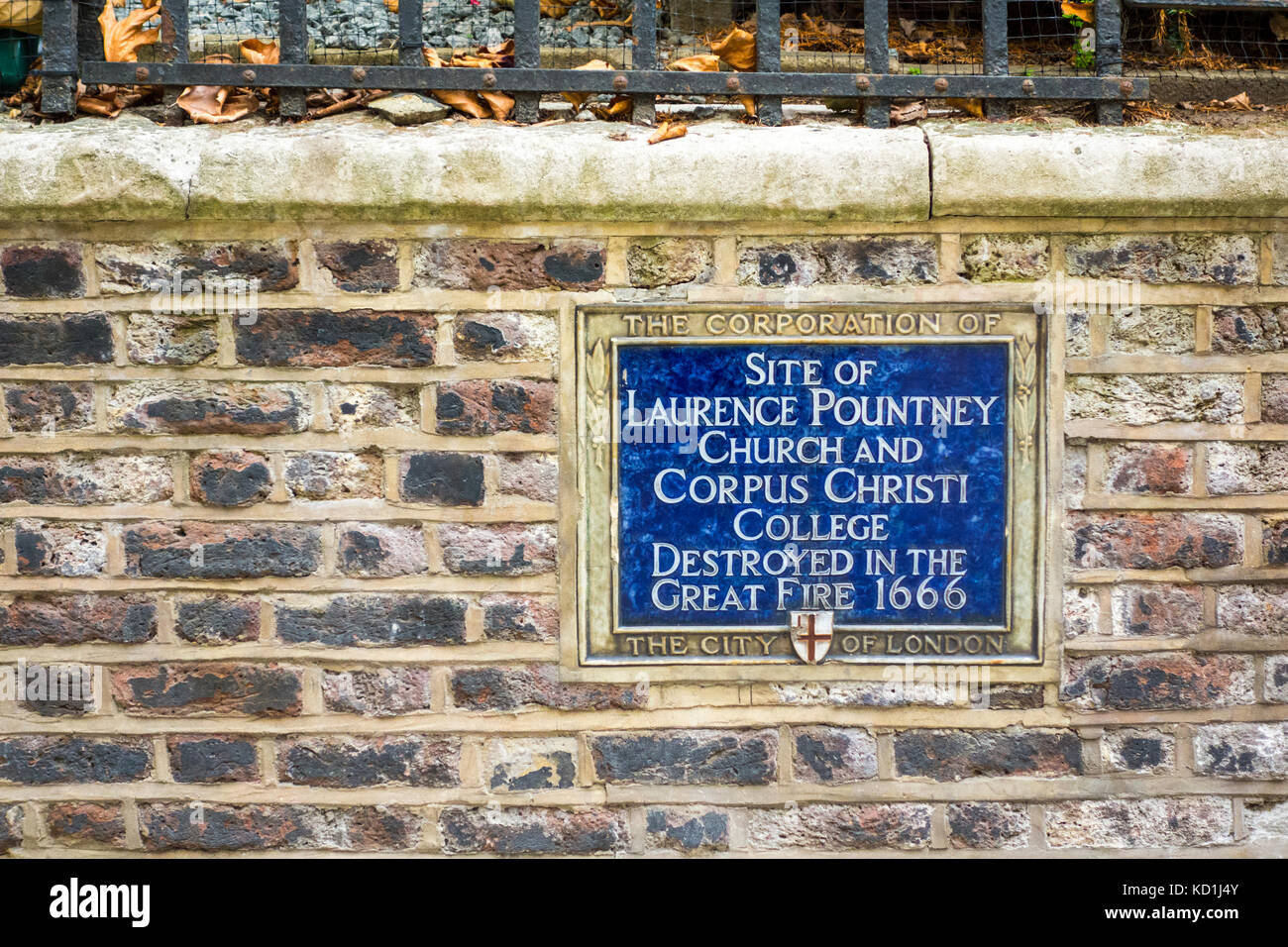 Blue plaque showing site of Laurence Pountney Church and Corpus Christi College, City of London - Stock Image