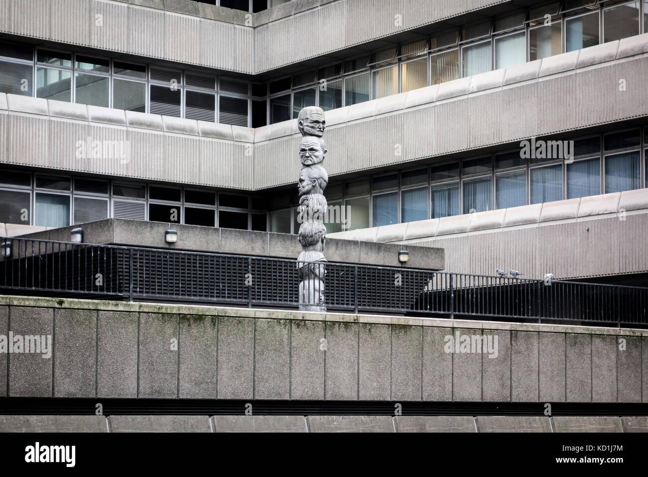 Seven Ages of Man by Richard Kindersley 1980 at Baynard House, brutalist office building, London, UK - Stock Image