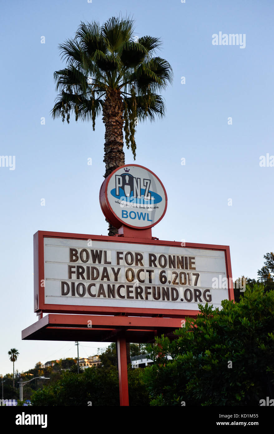 Studio City, CA, October 6, 2017 - Marquee for Bowl 4 Ronnie at Pinz Bowling Center to bennefit the Ronnie James - Stock Image