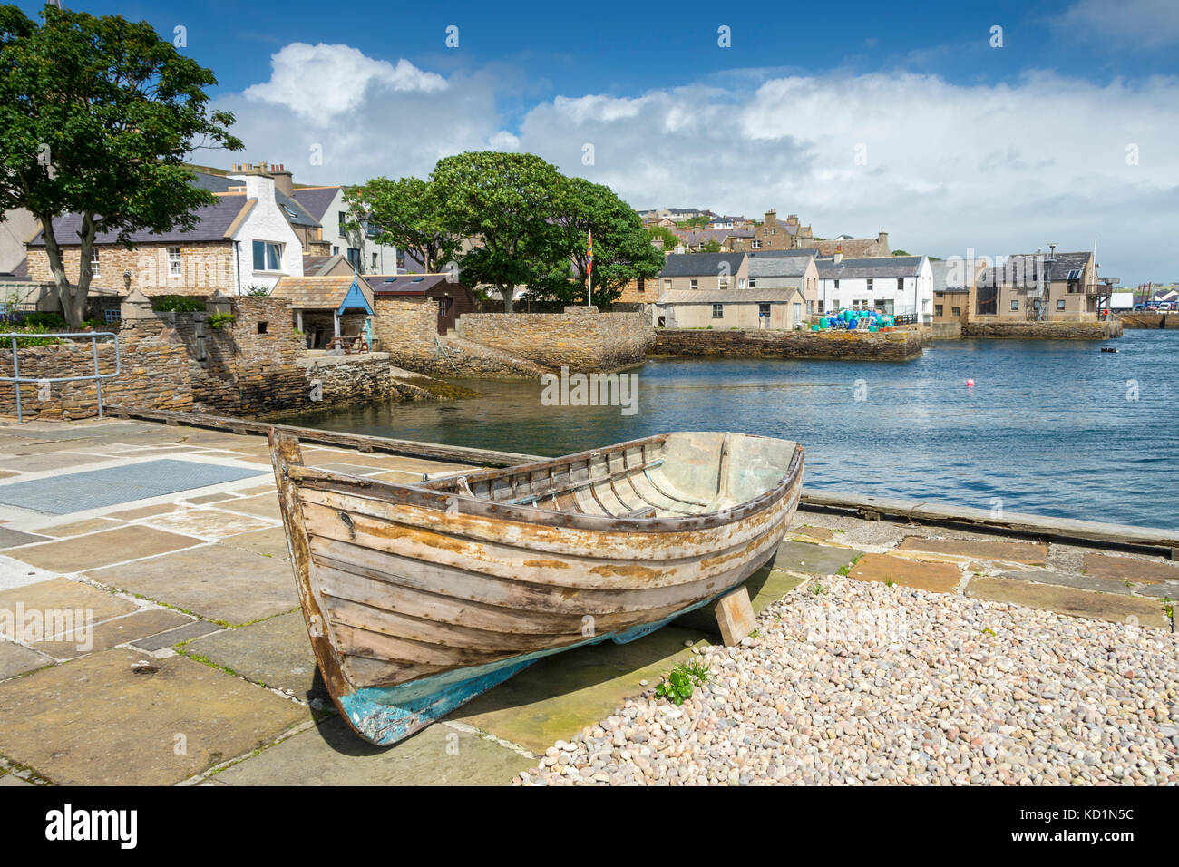 Old anchor at the old jetty, Stromness, Orkney Mainland, Scotland, UK. - Stock Image