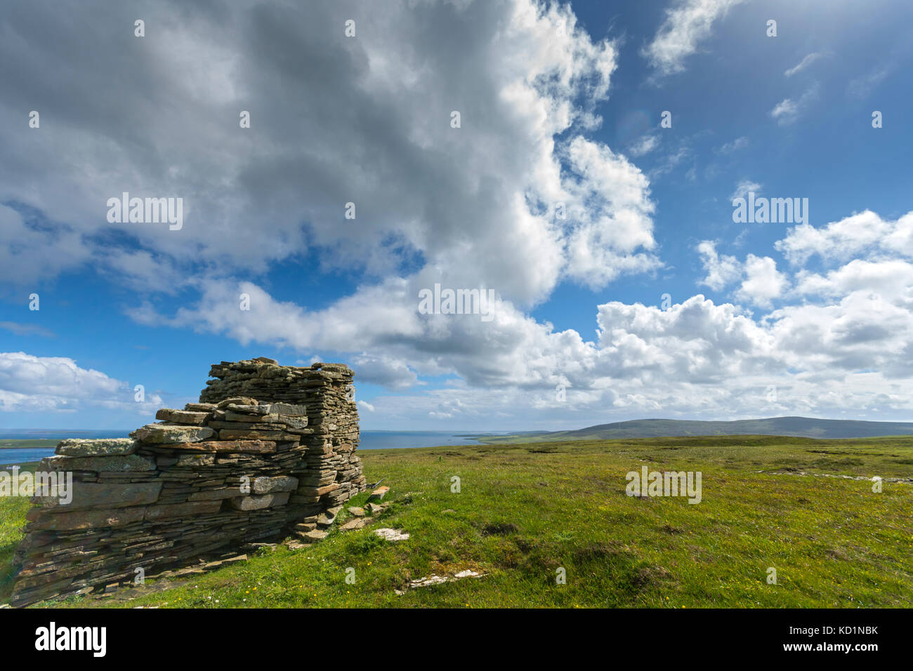 Knitchen Hill and Blotchnie Fold from the large cairn on Faraclett Head, Rousay, Orkney Islands, Scotland, UK. - Stock Image