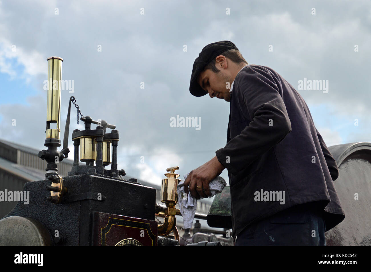 Man working on steamroller at the Vale of Rheidol Railway, Abersystwyth, Ceredigion, Wales - Stock Image