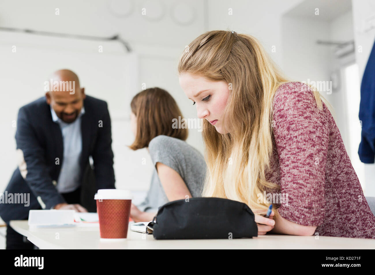 Students (16-17) and teacher in classroom - Stock Image