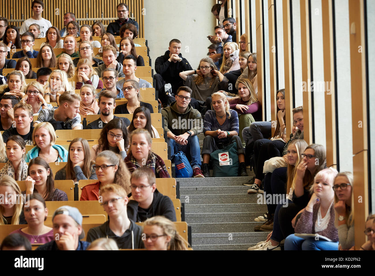 Koblenz, Germany. 09th Oct, 2017. Students sit closely together in the Audimax of the University in Koblenz, Germany, - Stock Image