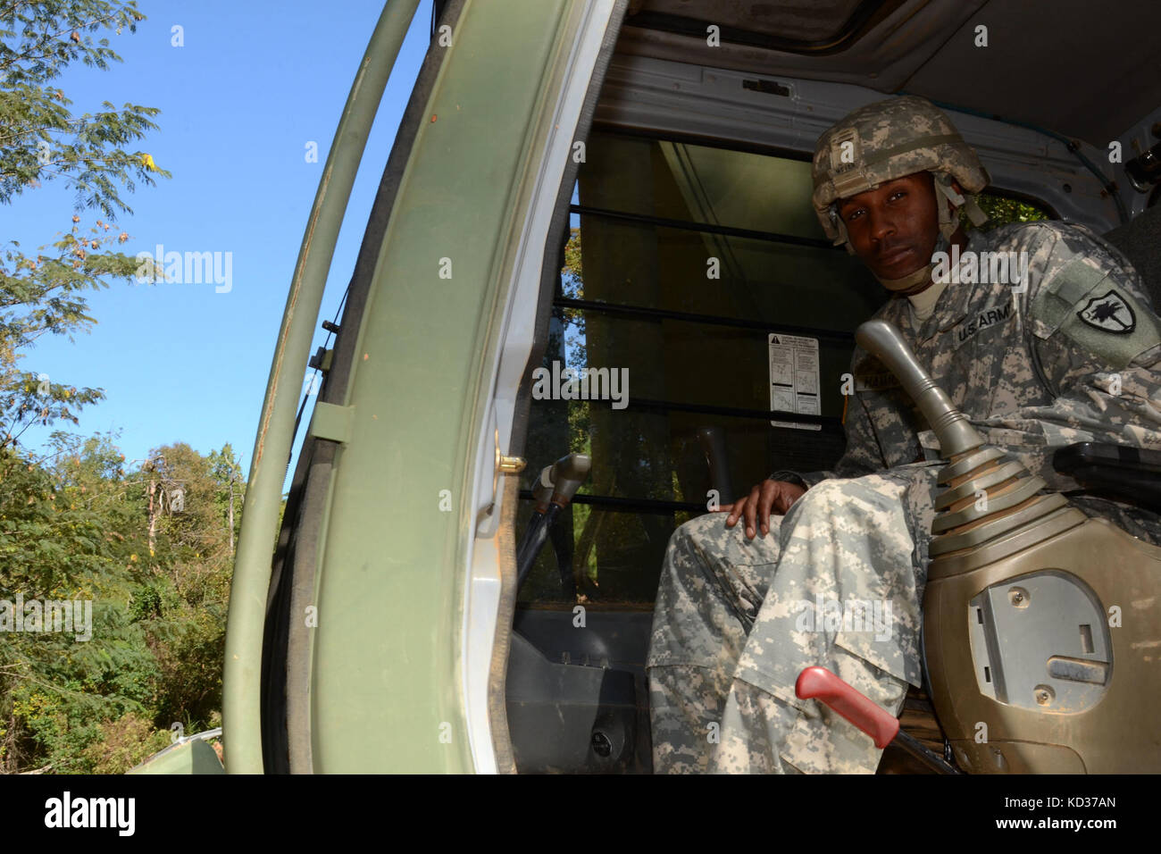 us army sgt darias echols a horizontal construction engineer assigned to the south carolina national guards 124th engineer company 122nd engineer