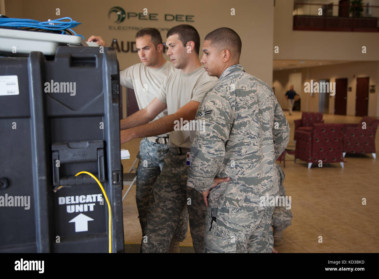 Soldiers and Airmen from the South Carolina National Guard's Joint Incident Site Communications Capability (JISCC) Stock Photo
