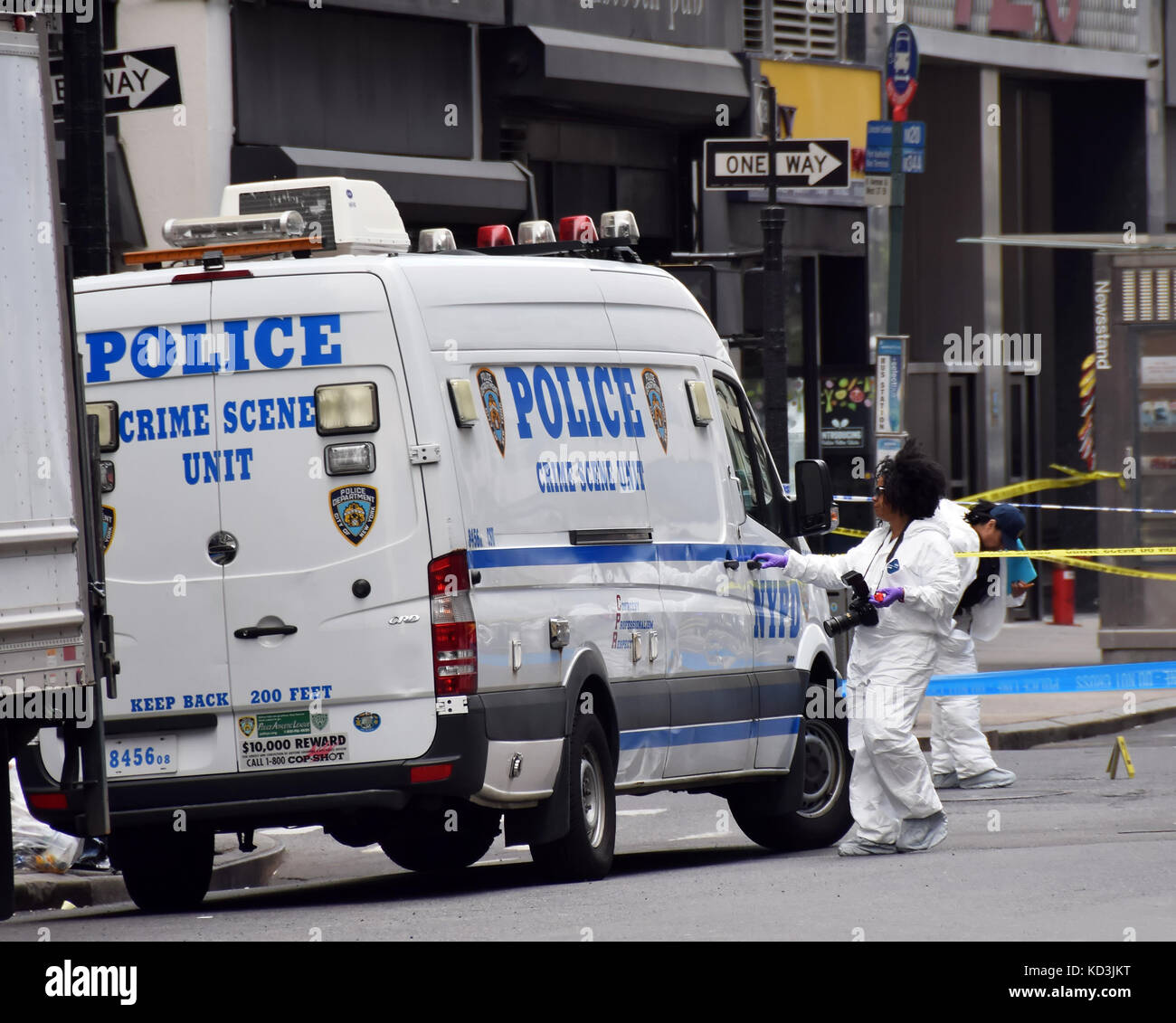 NEW YORK - MAY 13: NYPD Crime scene investigators probe the scene of a shooting in Midtown New York on May 13, 2015. - Stock Image
