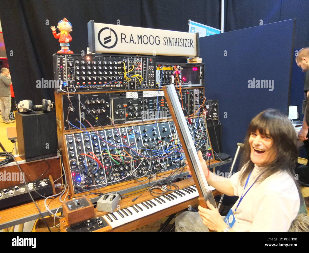 Performer at at Synthfest UK demonstrating Moog modular synthesizer, The Octagon Centre, University of Sheffield - Stock Image