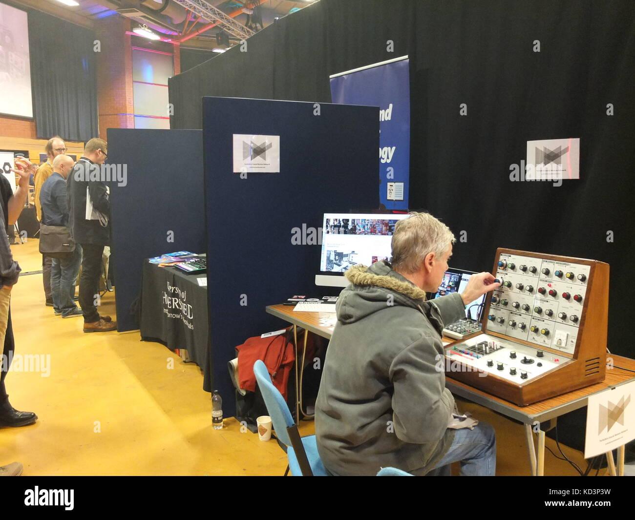 Man using EMS VCS3 analogue synthesizer at Synthfest UK, The Octagon Centre, University of Sheffield (part of Sensoria - Stock Image