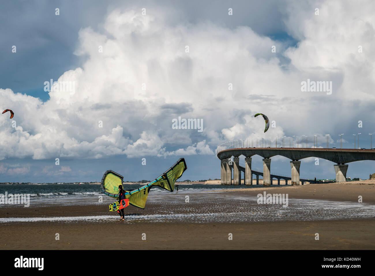 Kitesurfer, Plage Nord, Pont de Ile de Re, bridge,  Ile de Re, Nouvelle-Aquitaine, french westcoast, france, Stock Photo