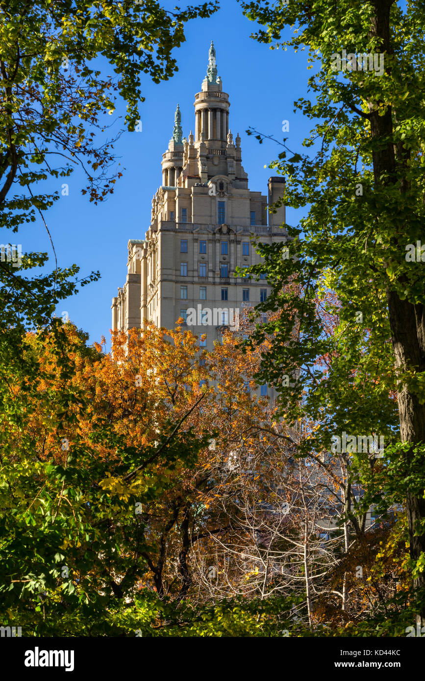 The towers of the San Remo building (Beaux-arts architecture) from Central Park. Upper West Side, Manhattan, New - Stock Image