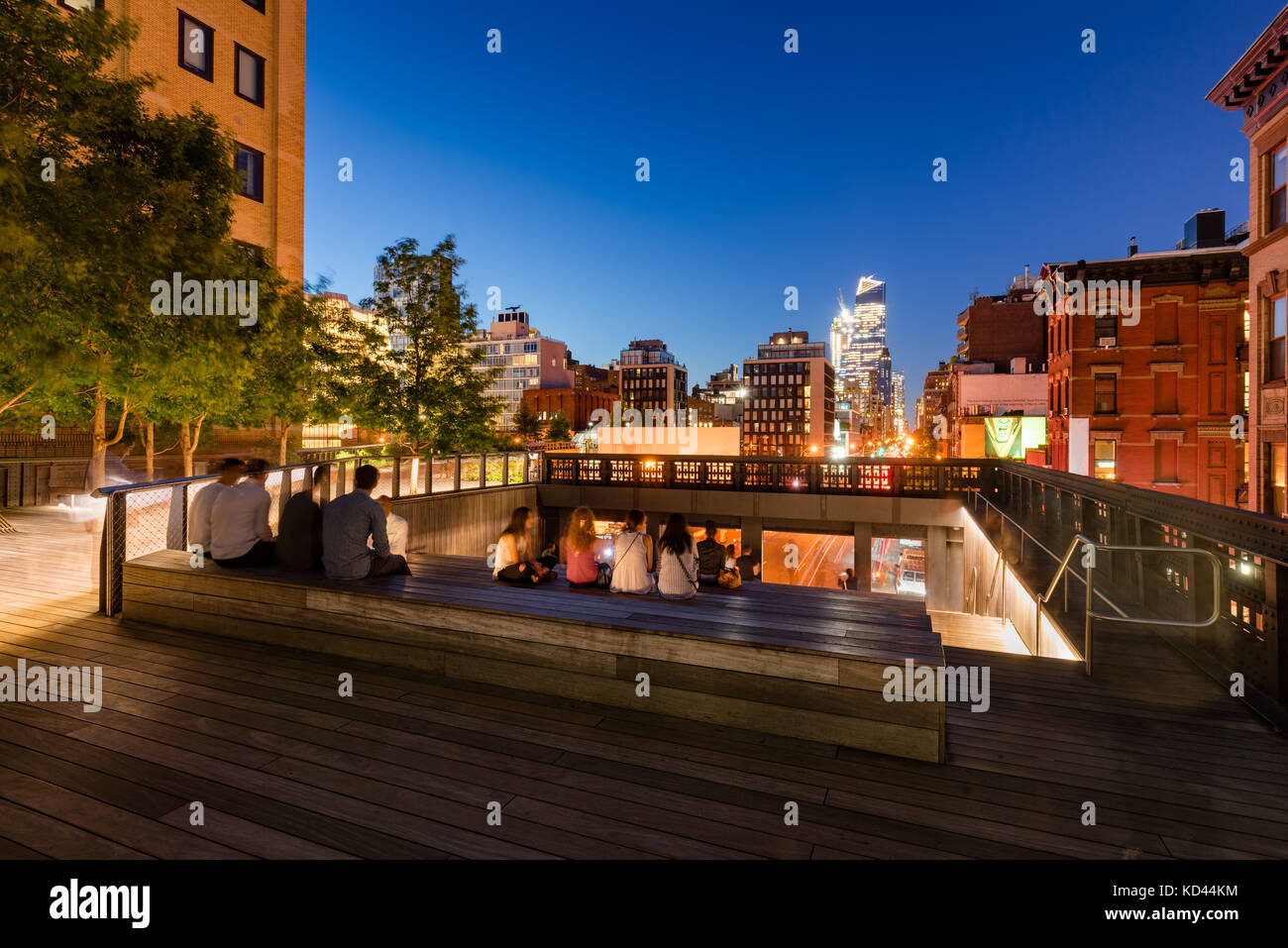 A summer evening at the Highline (High Line Park). 10th Avenue, Chelsea, Manhattan, New York City - Stock Image