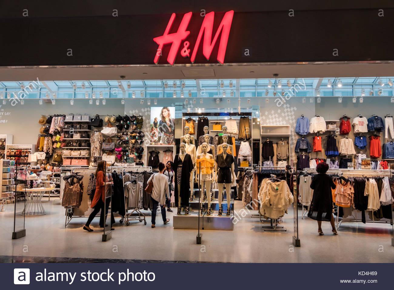 Washington DC District of Columbia Union Station terminal H&M retailer on-trend clothing fashion store shopping - Stock Image