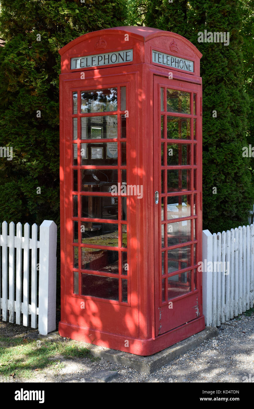Traditional British K2 red telephone box in a rural setting - Stock Image
