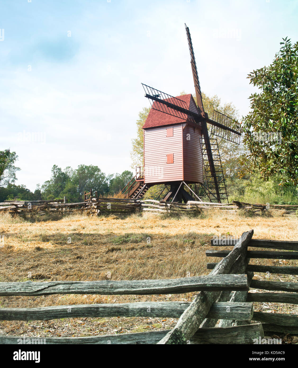 Robertson's Windmill in the Colonial Williamsburg historic area is a Tower Mill whose entire structure rotates - Stock Image