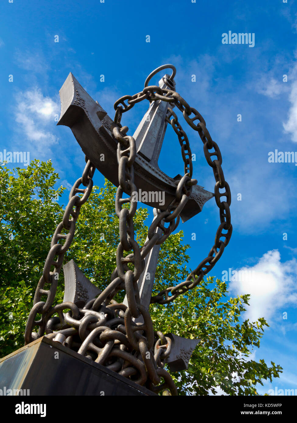 Colin Grazier Memorial Sculpture by Walenty Pytel in Tamworth Staffordshire to commemorate Second World War Hero - Stock Image