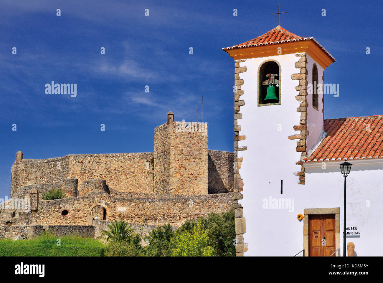 Portugal: Medieval church and castle in historic village Marvao - Stock Image