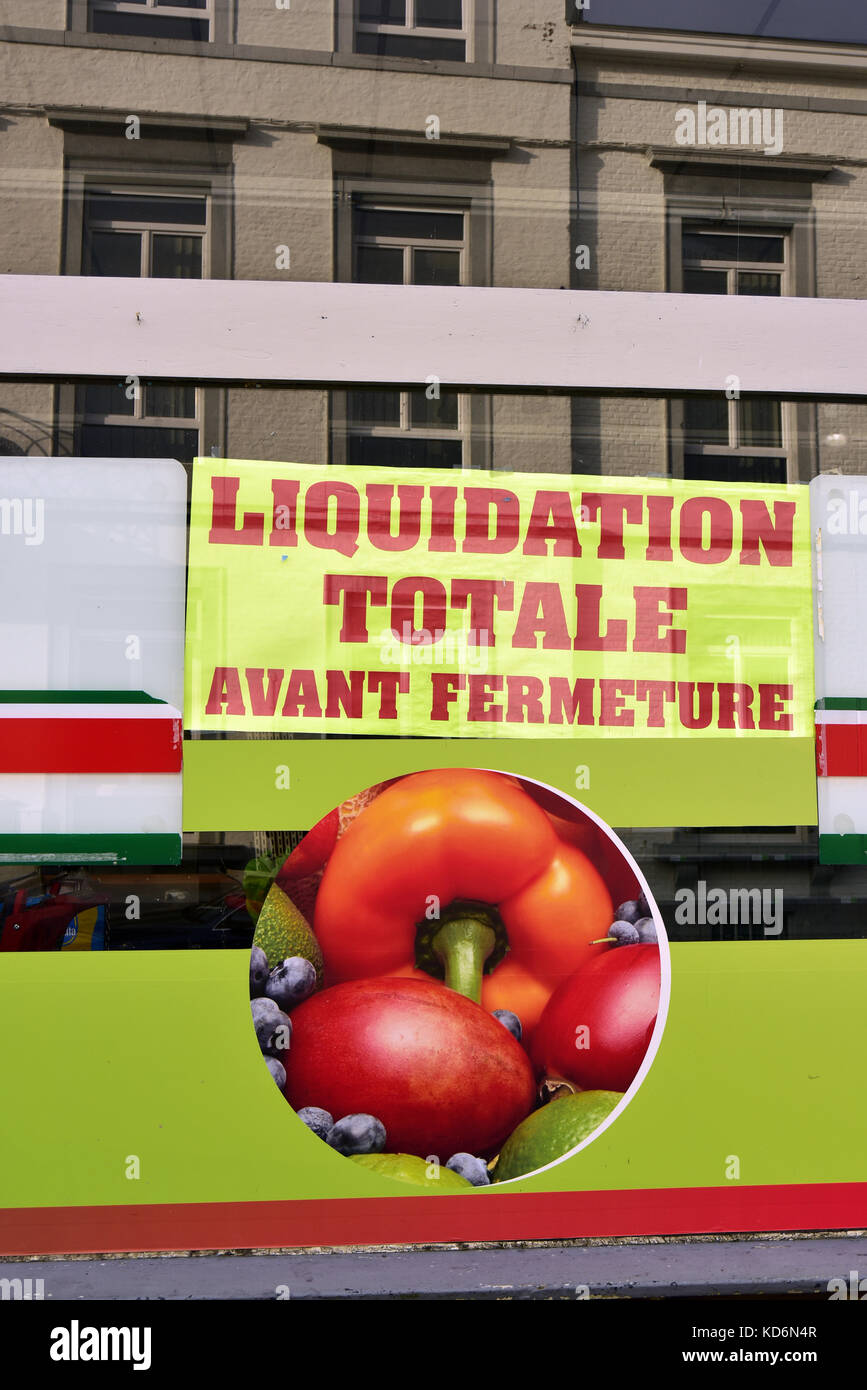 French Sign: 'Liquidation totale avant fermeture' in english: Total Clearance before closure - Stock Image