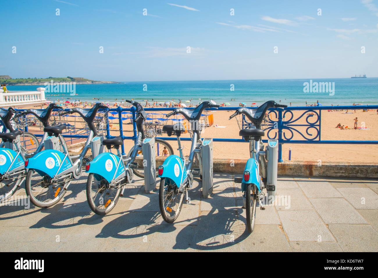 Bike parking and El Sardinero beach. Santander, Spain. - Stock Image