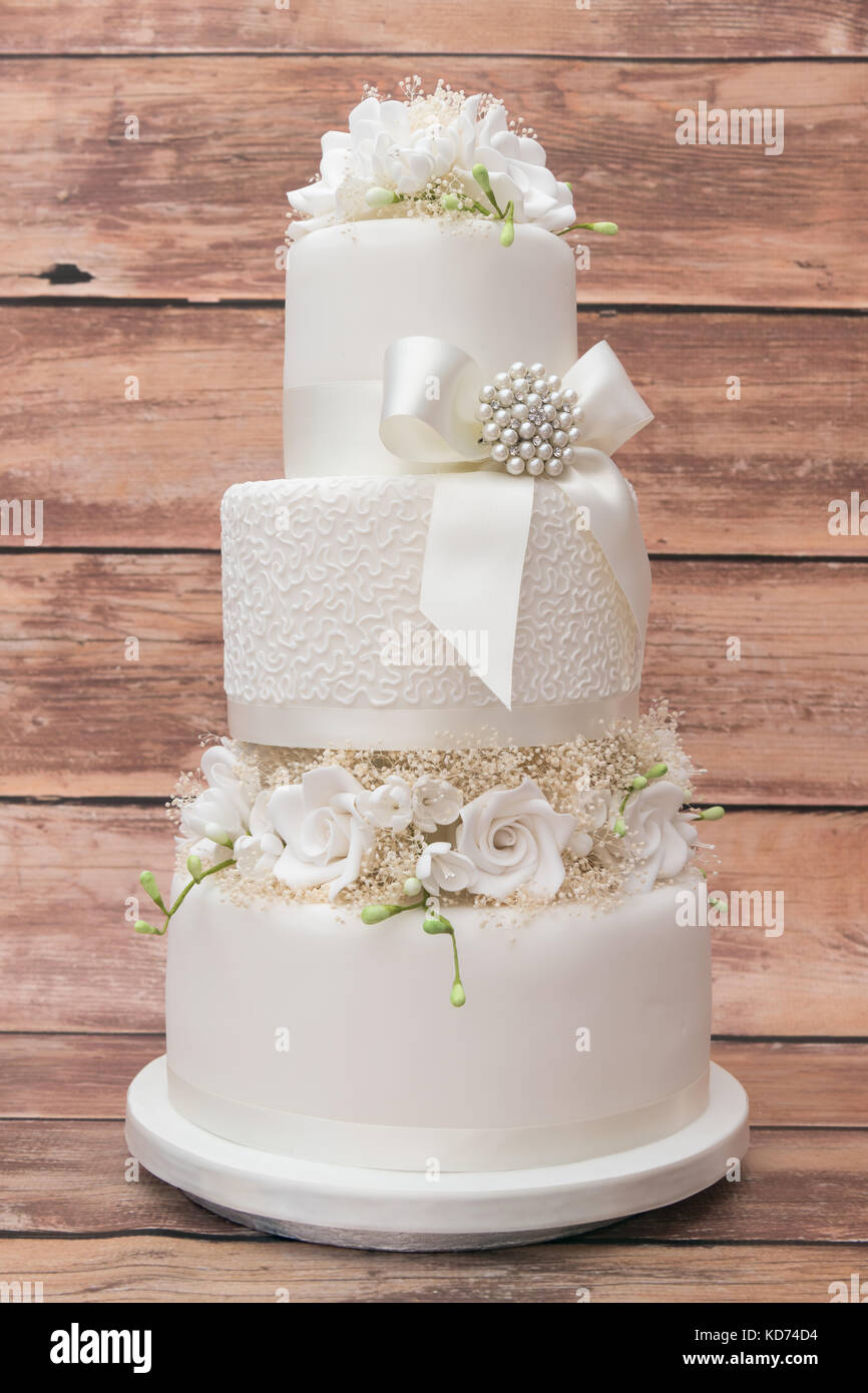 Tiered Wedding Cake Stock Photos & Tiered Wedding Cake Stock Images ...