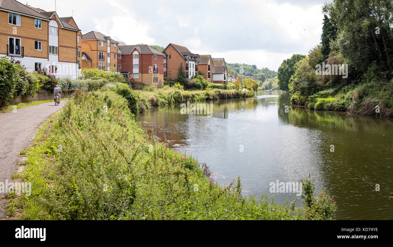 Stretch of the River Avon near Hanham  in Bristol with new housing estate and riverside walkway and cycle path - Stock Image