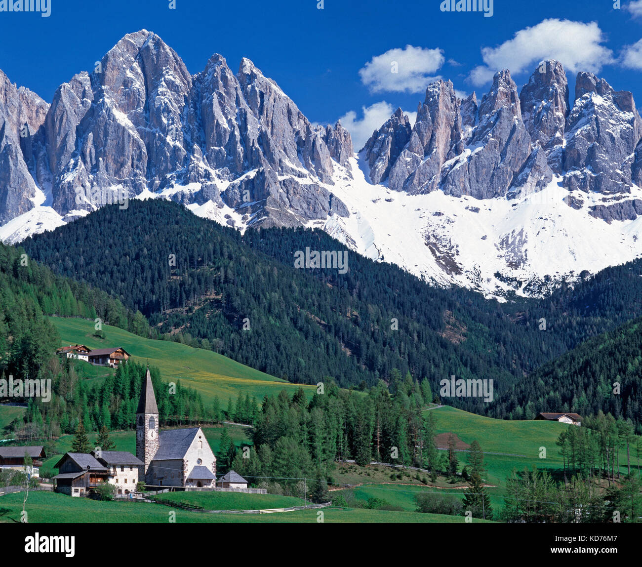 St. Magdalena and the Dolomites, Val di Funes, Alto Adige, Trentino, Italy - Stock Image