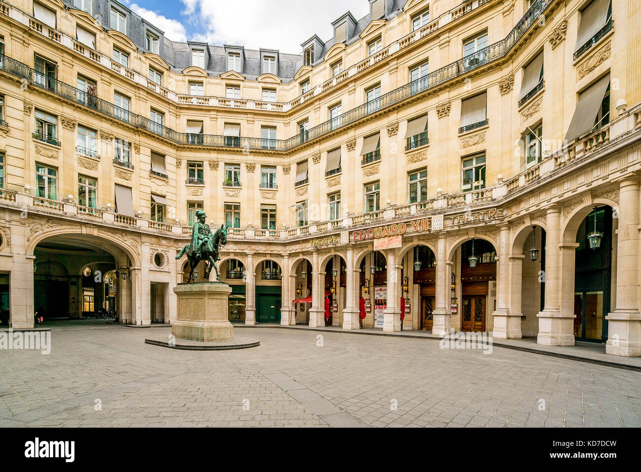 Square Édouard VII in Paris, France. The statue is of King Edward VII. - Stock Image