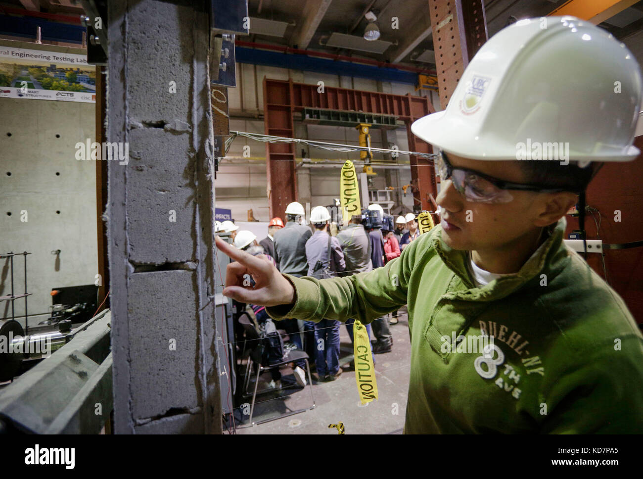 Vancouver. 10th Oct, 2017. A researcher takes a closer look to the concrete wall coated with eco-friendly ductile - Stock Image