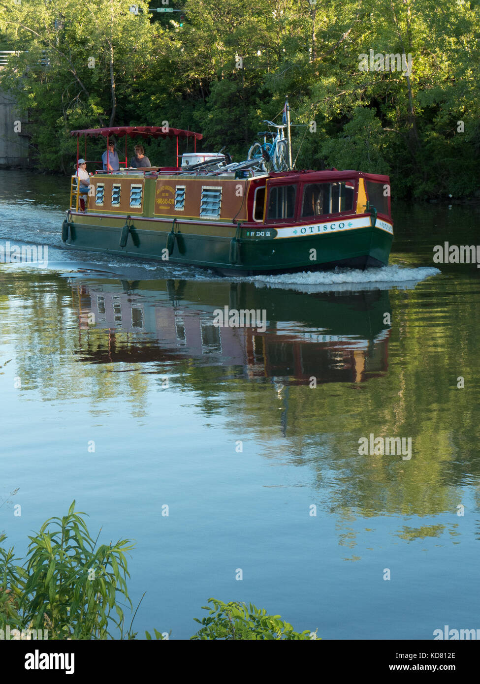 Houseboat cruising on Erie Canal. - Stock Image