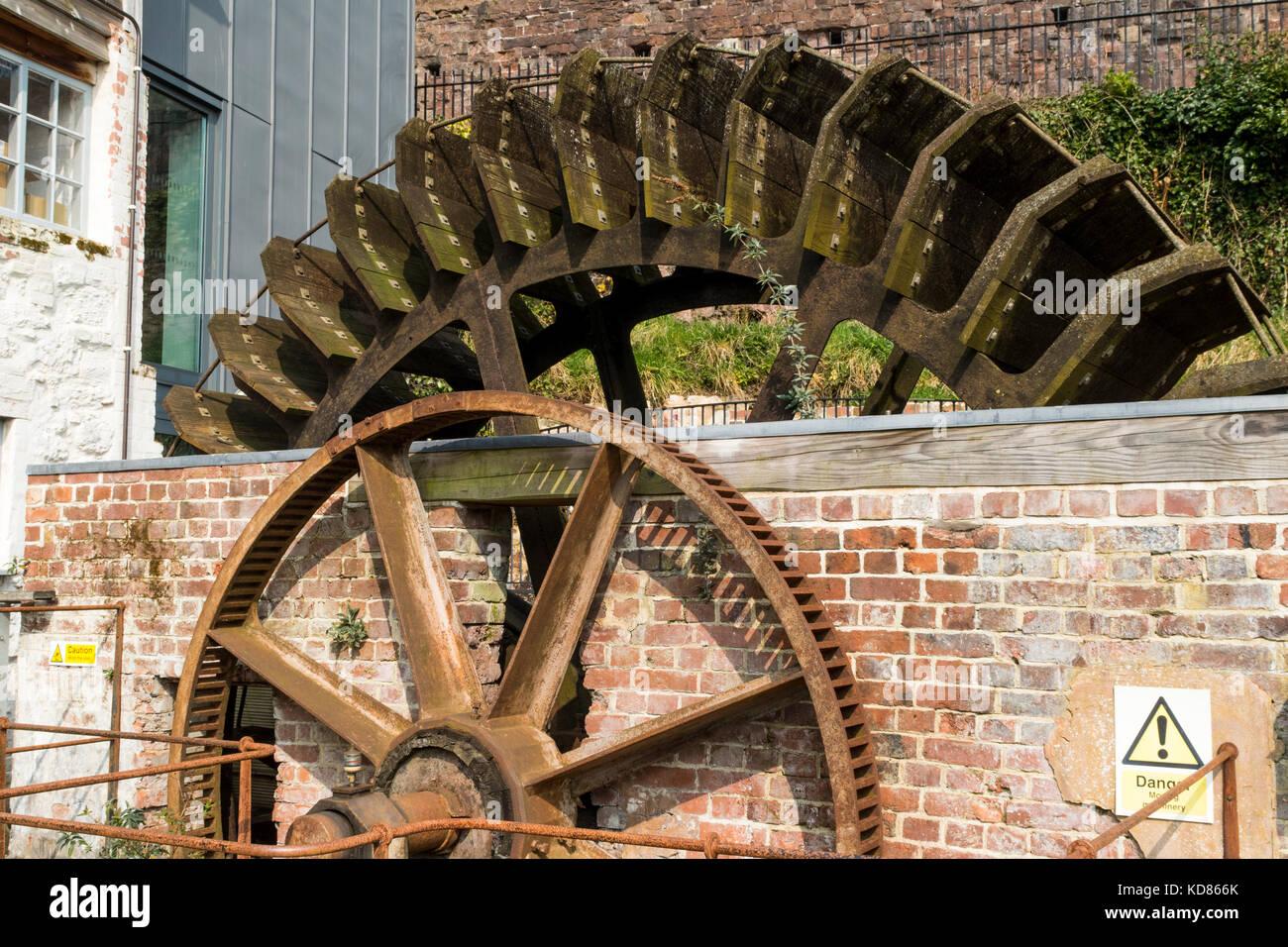 Detail of the Refurbished Water Wheel #2– Devon Wildlife Trust Headquarters, Cricklepit Mill, Exeter, Devon. - Stock Image